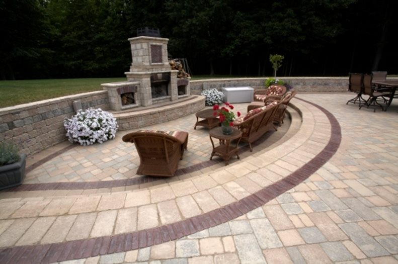 A Curved Steps for Backyard Patio