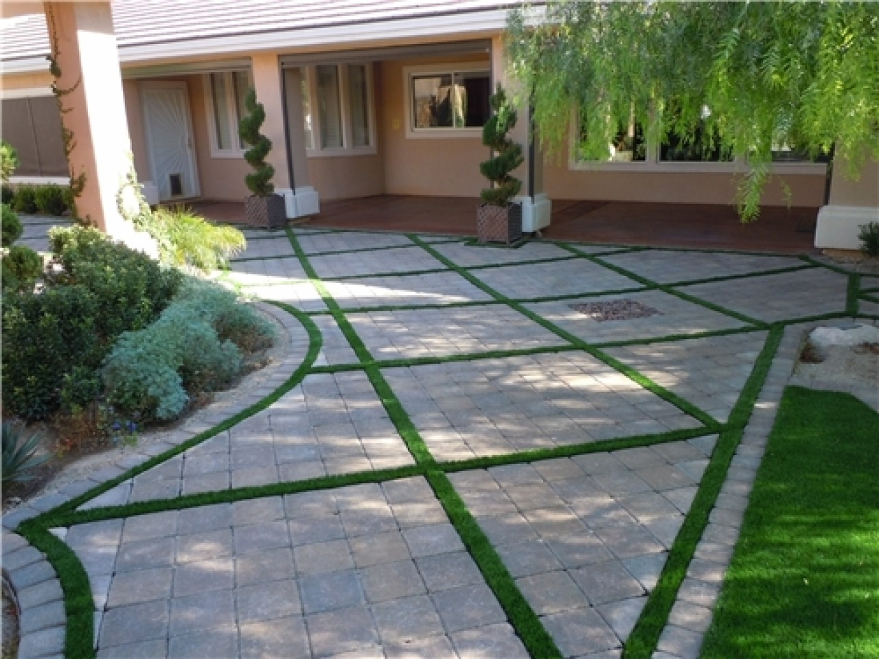 Backyard Patio Paver with Green Combination